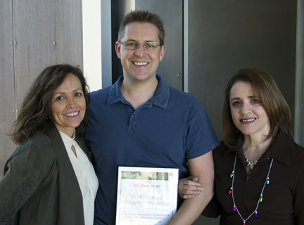 Graeme presented with the 4th Quarter Peer-to-Peer award by Luz Palomarez and Lucy Sandoval.